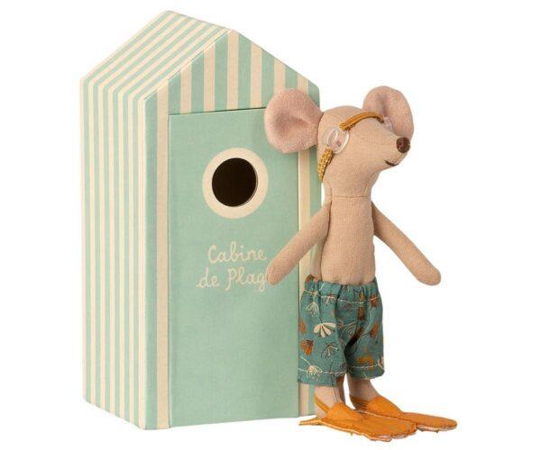 beach mice big brother in cabin de plage