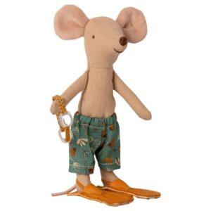 beach mice big brother in cabin de plage look