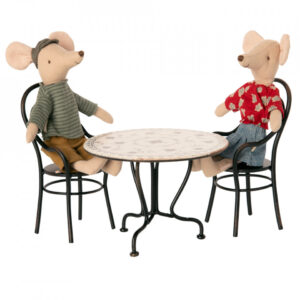 dining table set with 2 chairs look