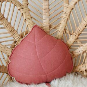 leaf cushion linen goji look