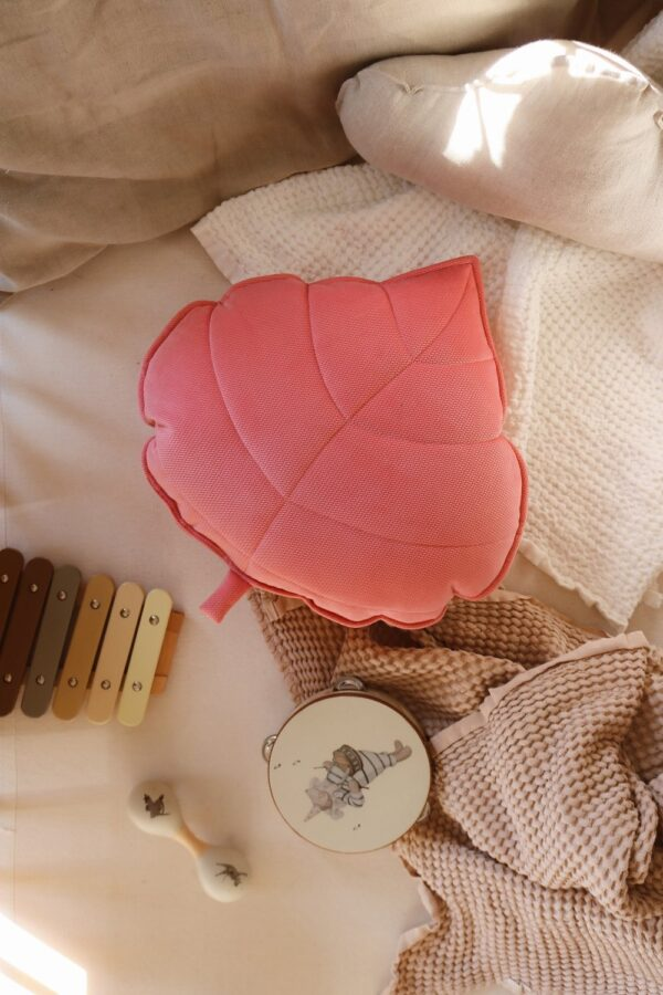 leaf cushion velvet candy pink