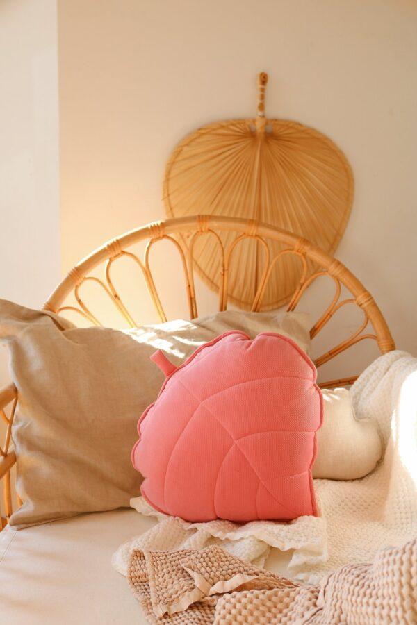 leaf cushion velvet candy pink look1