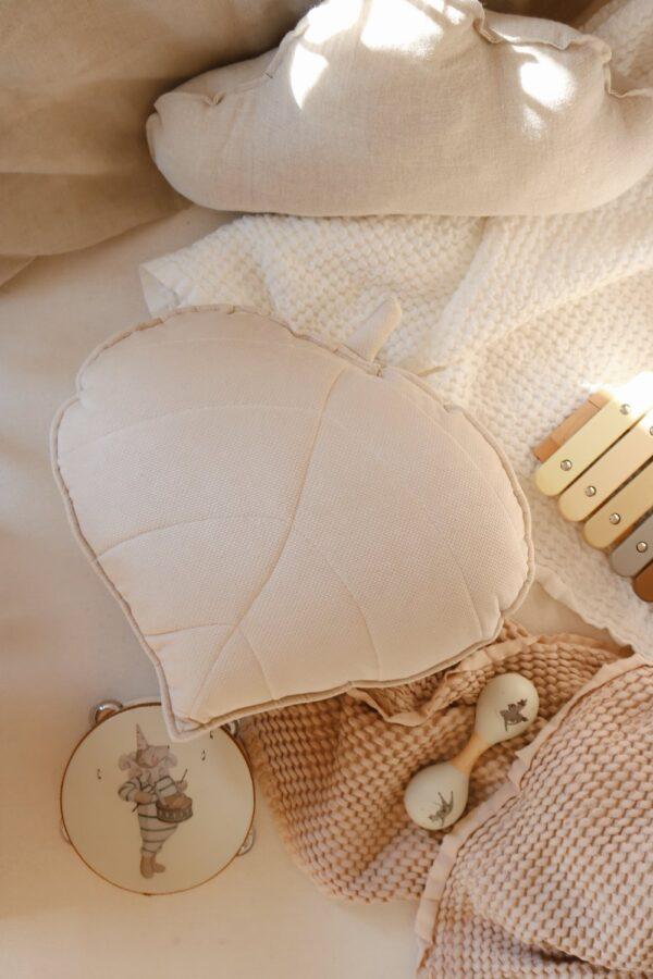 leaf cushion velvet cream