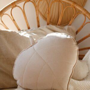 leaf cushion velvet cream look