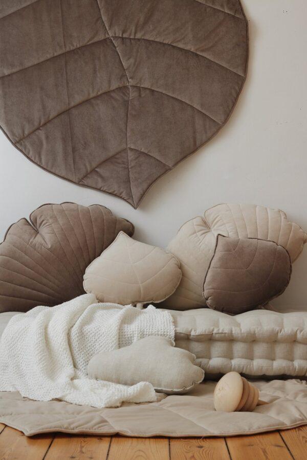 leaf cushion velvet cream look4