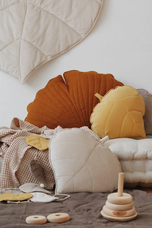 leaf cushion velvet cream look6