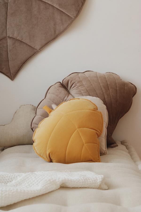 leaf cushion velvet honey look