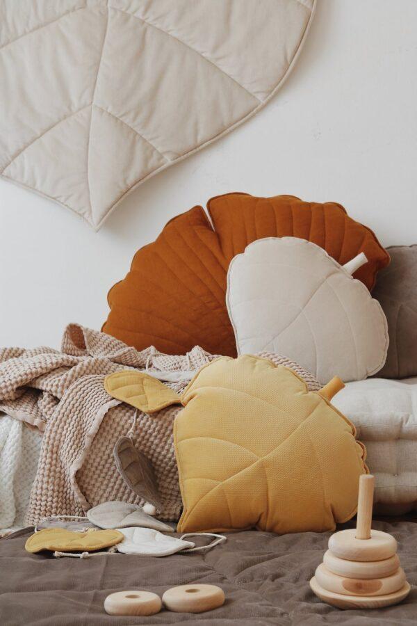 leaf cushion velvet honey look1
