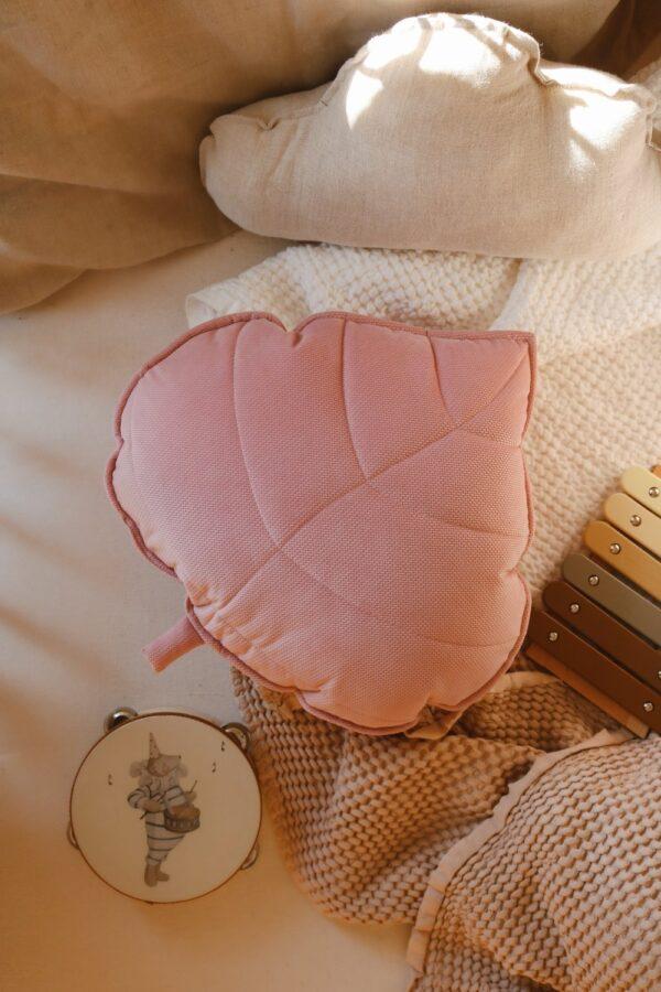 leaf cushion velvet soft pink