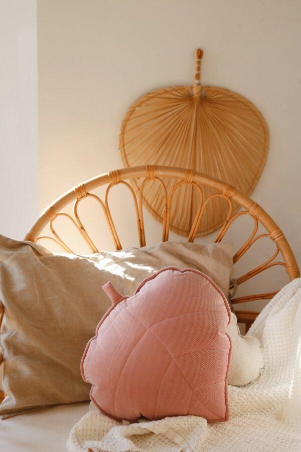 leaf cushion velvet soft pink look1