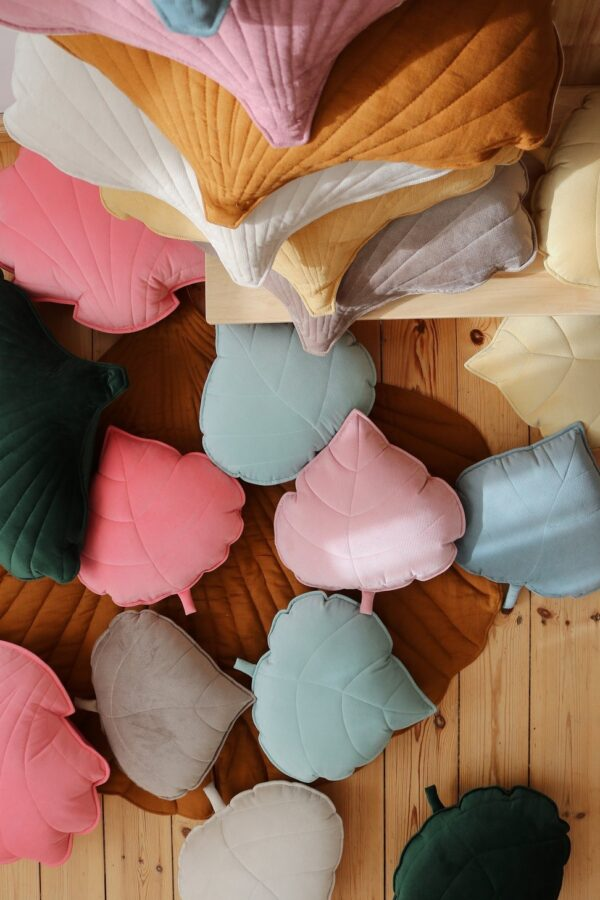 leaf cushion velvet soft pink look3