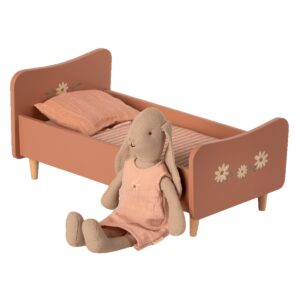 maileg bed rattan medium look