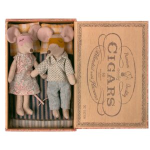mum and dad mice in cigarbox
