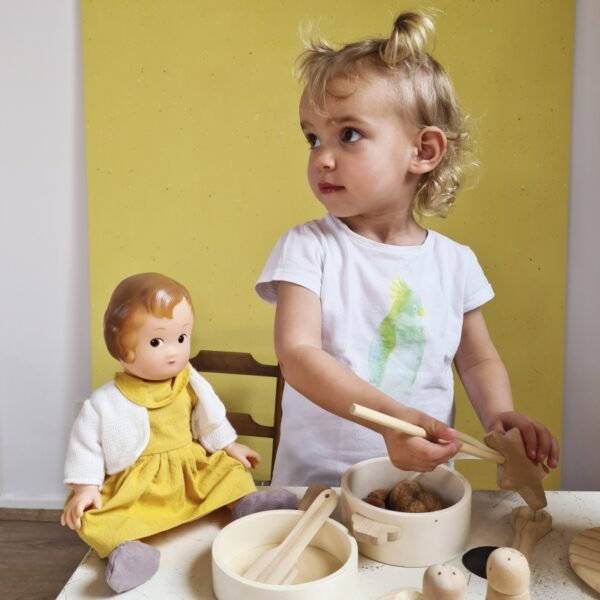 natural wooden toy pan set look1