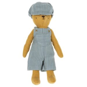 overall and cap for teddy junior look