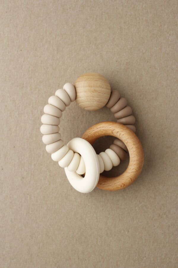 rattle teether dany maple