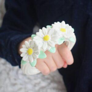 teething ring daisy chain look5